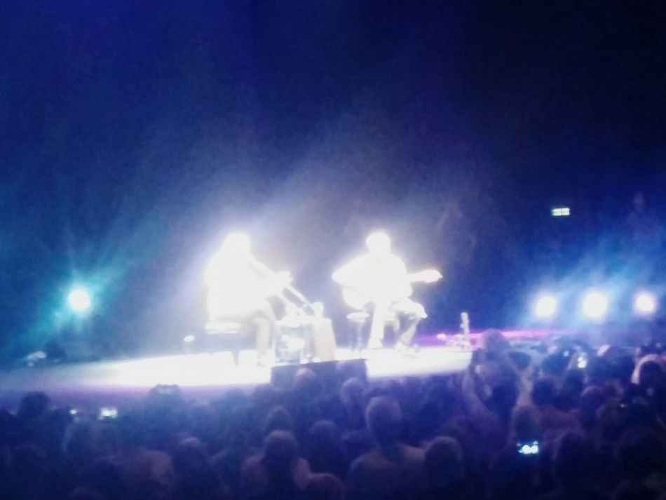 Caetano Veloso & Jilberto Gil in a magical perfornance. Amazing how they came out as 2 angels.