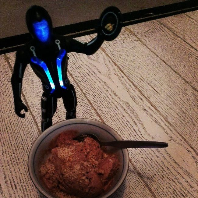 """""""I'm Not a Program!!"""" SamFlynn says it's okay...I can have Chocolateicecream with a springkle of Crushedalmonds in moderation Flexibledieting means """"Living"""" eat desserts"""