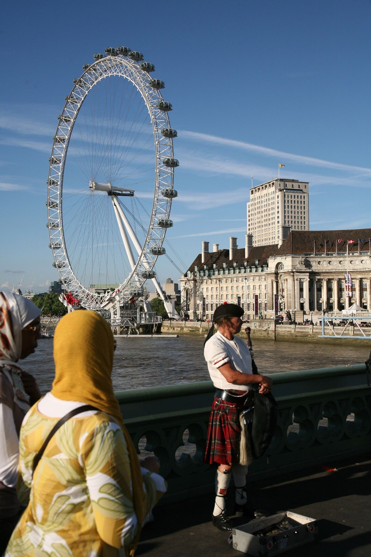 London Lifestyle Architecture Ferris Wheel Tourist City Sunlight Outdoors Leisure Activity Traditional Clothing London Eye