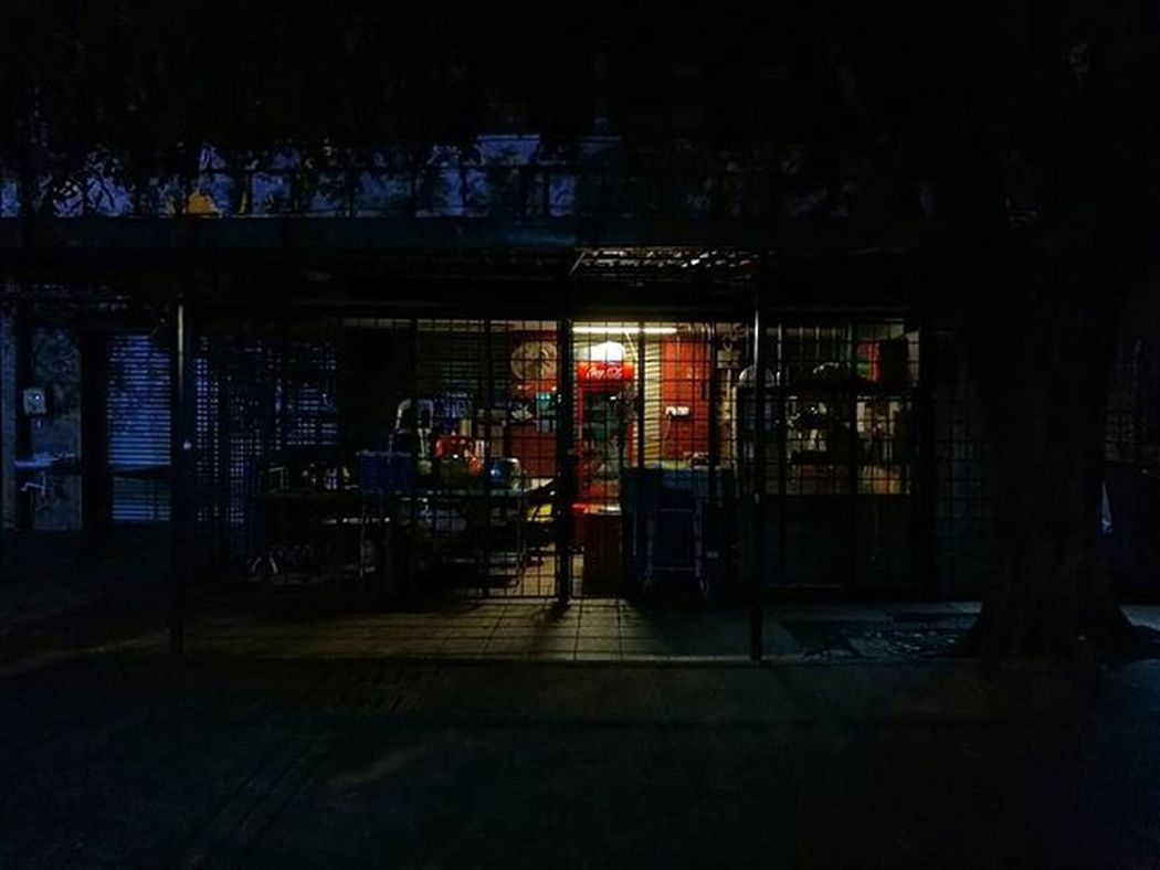 A long day, the shop closes. Time to say goodnight. HuaweiP9 Huaweisg Oo The Street Photographer - 2016 EyeEm Awards