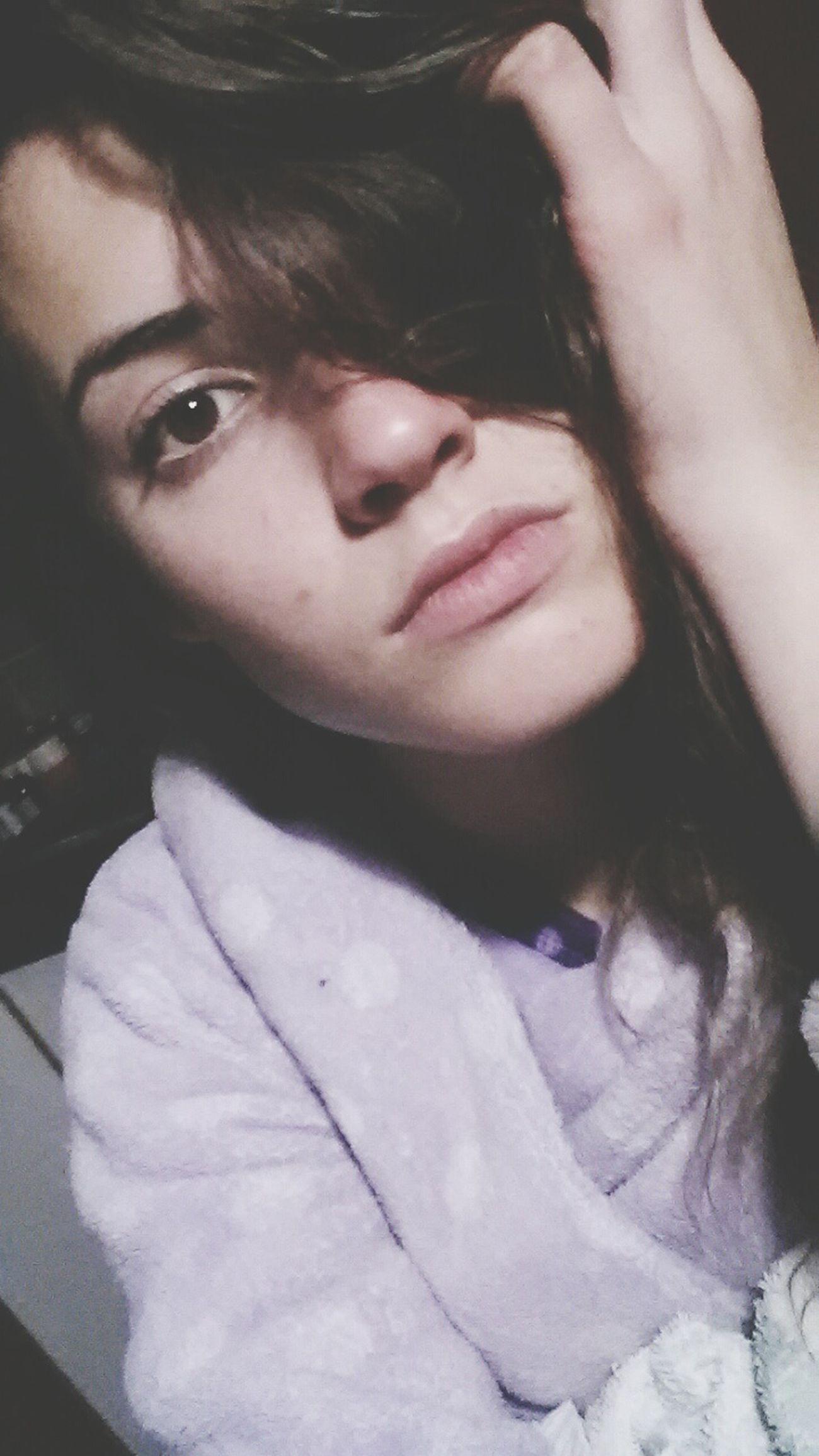 Goodnight EyeEm That's Me Girl Brunette Wintertime Selfie Nomakeup Straightface