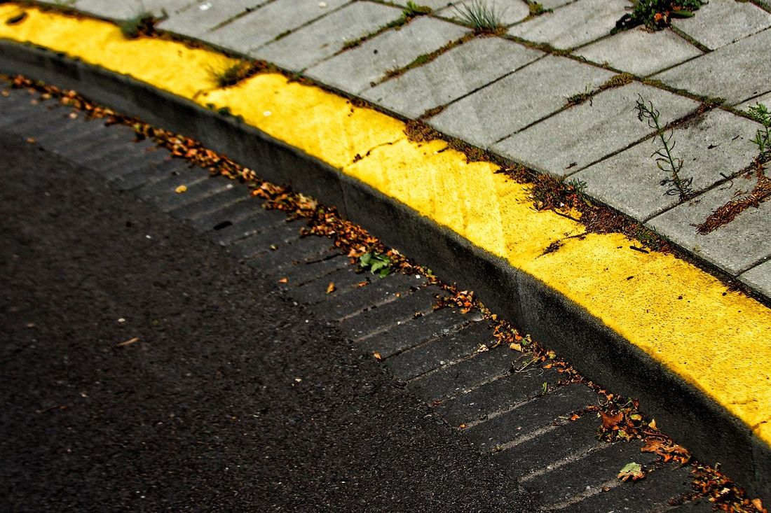 Curb Curbside Curbar Edge Pavement Pavement Patterns Yellow Curb Yellow Fresh On Eyeem  Street Tar Tarmac Streetphotography Street Photography Paved Street