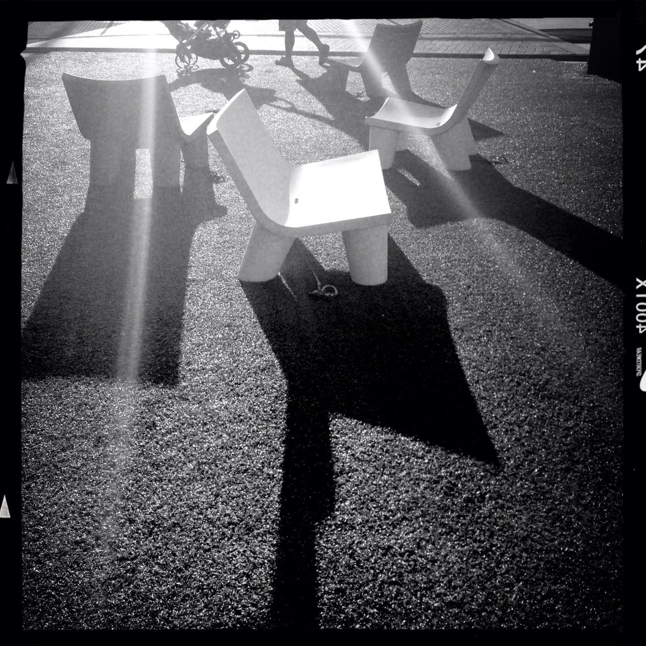 Ray of light Streetphotography Hipstamatic AO DLX Film Blackandwhite