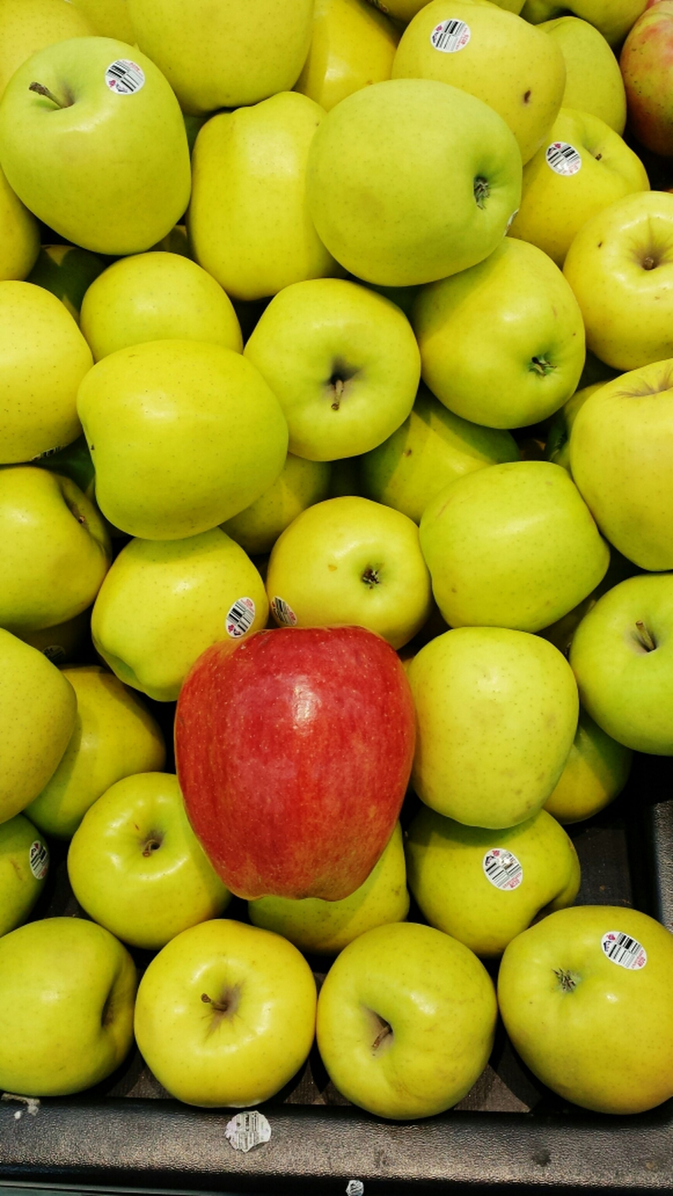 food and drink, food, healthy eating, freshness, fruit, large group of objects, abundance, yellow, full frame, for sale, indoors, backgrounds, still life, retail, organic, variation, close-up, ripe, choice, apple