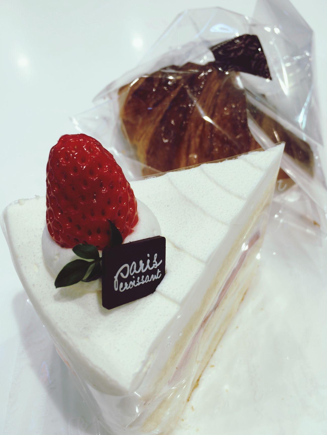 파리크라상 Cake Strawberry Cake Hello World EyeEm Best Shots 사랑니빼기 전 많이 먹어둬야지...무섭다ㅠㅠ