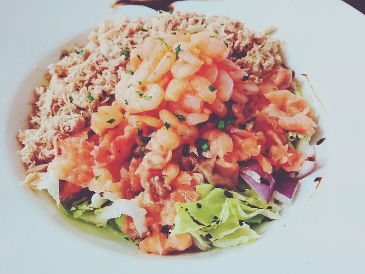 Healthy Food Ensalada de Salmone y Gambas con Tunafish Food Photography Foodspotting