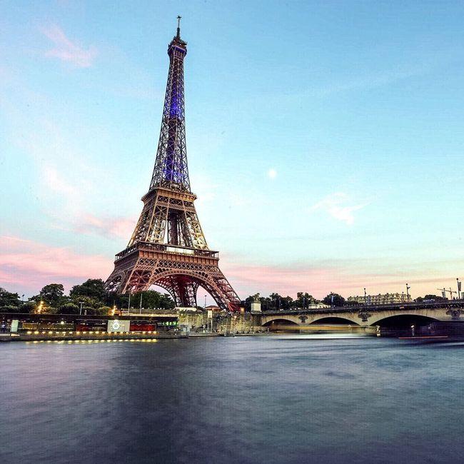 Good Evening Paris! Bon week-end Eyem Best Shot - Architecture Architecture Paris ❤ Photooftheday Paris EyeEm Best Shots Parisweloveyou Tour Eiffel Eiffel Tower