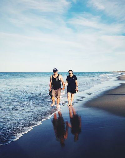 EyeEm Selects Sea Two People Togetherness Beach Full Length Sky Horizon Over Water Water Bonding Love Vacations Young Women Men Young Adult Day Young Men Scenics Real People Sand Outdoors
