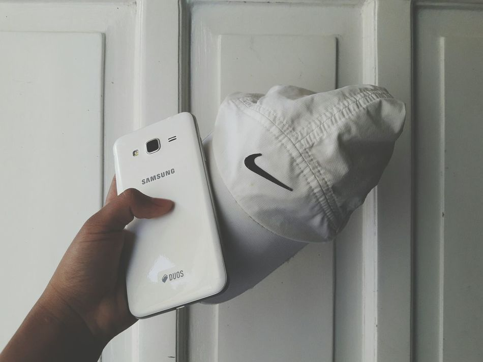 nike + samsung + brandless door = 😎 Phone Photography Photooftheday Mobilephotography Nike Nikecap likeforlike #likemyphoto #qlikemyphotos #like4like #likemypic #likeback #ilikeback #10likes 20likes likere Folow For Follow First Eyeem Photo