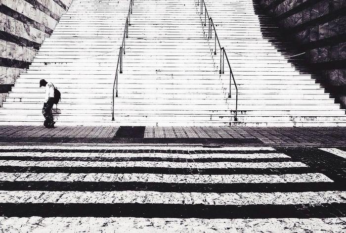 Fujifilm FujiX100T Fujifilm_series Fujix100 Streetphotography Monochrome Streetphotography_bw Streetphoto_bw B&w Street Photography Mirrorless Black And White Everybodystreet Street EyeEm Best Shots - Black + White Walking pattern pieces Pattern Pieces