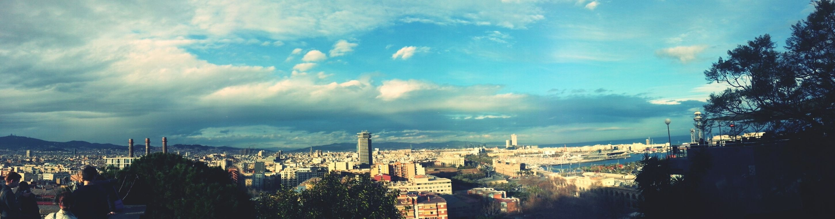 Skyline in Barcelona♡♥♡♥♡ with an epic Rainbow VuelingBotschafter