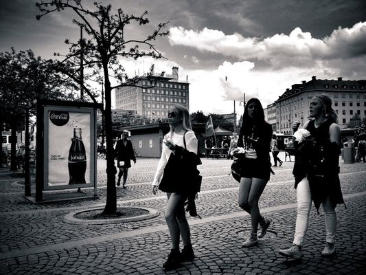 Summer Girls Streetphotos at Järntorget by Stefan