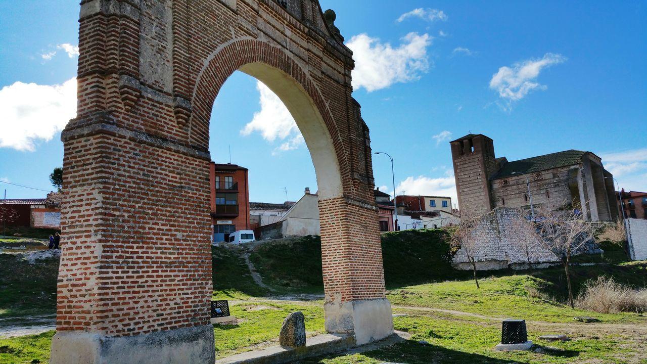 Arco Arevalo Avila Monumento