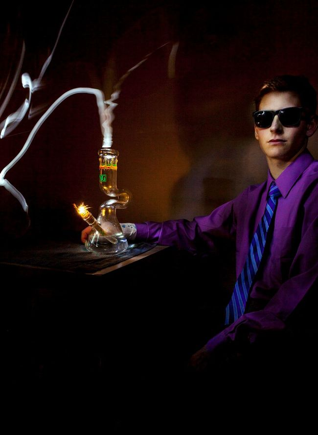 Light painting. Photo by Daniel Luk Tsumuraphotography Light Painting Long Exposure Bongs Fashion Portrait Light Photography Marijuana Weed Nice Glass