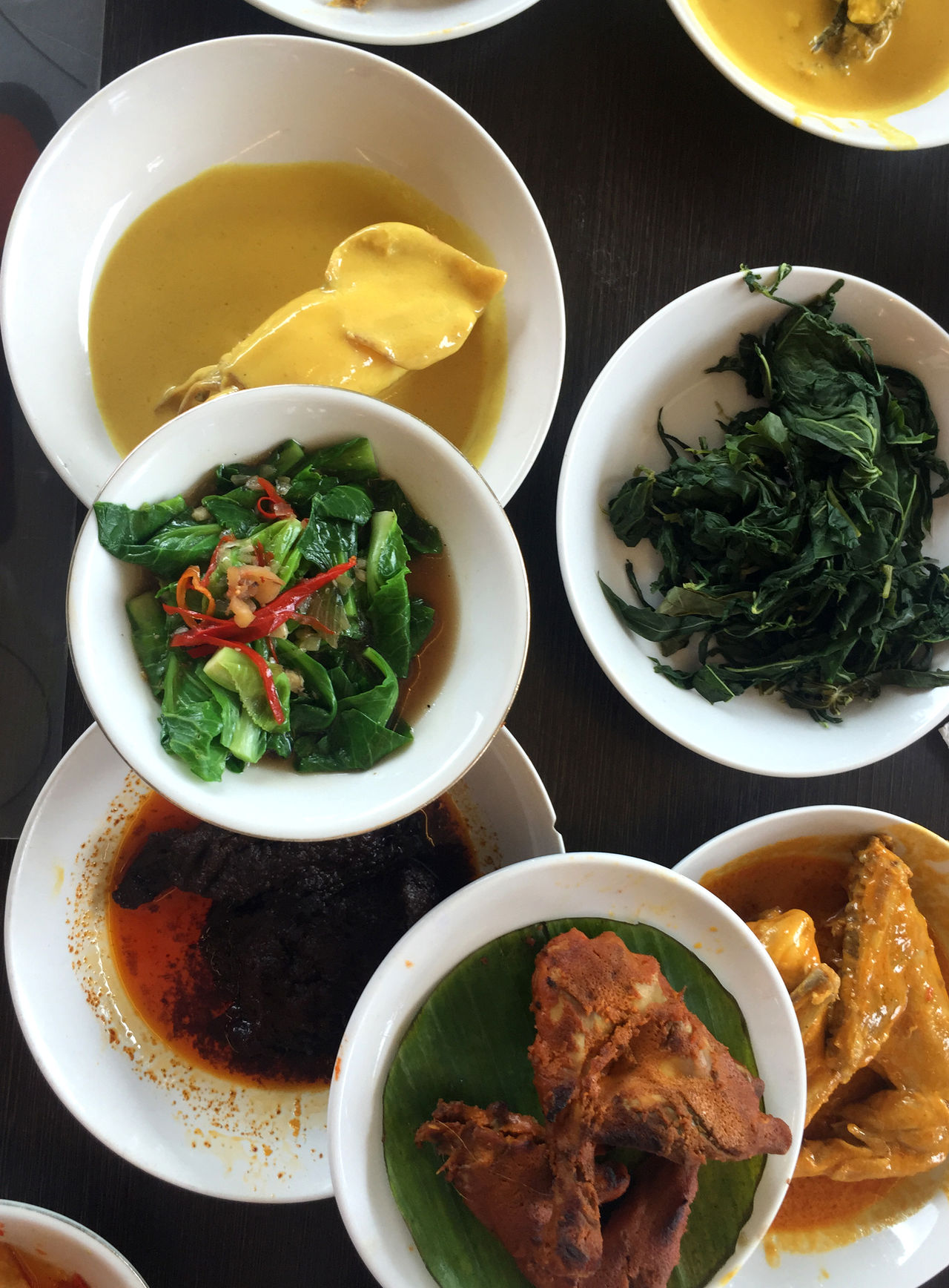 ndonesian cuisine, Padang food. Bowl Close-up Culinary Day Food Food And Drink Freshness Healthy Eating Indonesia Cuisine Indonesia Culinary Minang Minang Food No People Padang Padang Food Plate Ready-to-eat Rendang Serving Size Spicy Table Traditional Food Vegetables Verical