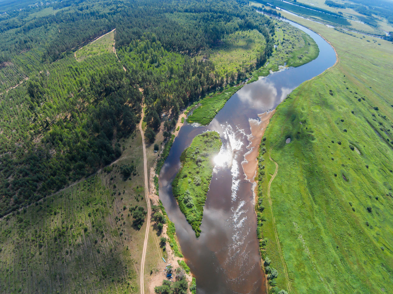 """Place the """"Island"""" (guardians). Here a halt for kayakers. The River Mologa. Shooting from height of the bird's flight. Maksatikhinsky District, Tver Region. Aerial Photography Aerial Shot Aerial View Drone  Dronephotography Forest Green Color Landscape Mologa Nature Outdoors Reflection Resting Resting Place River Russia Scenics Sky Summer Tree"""