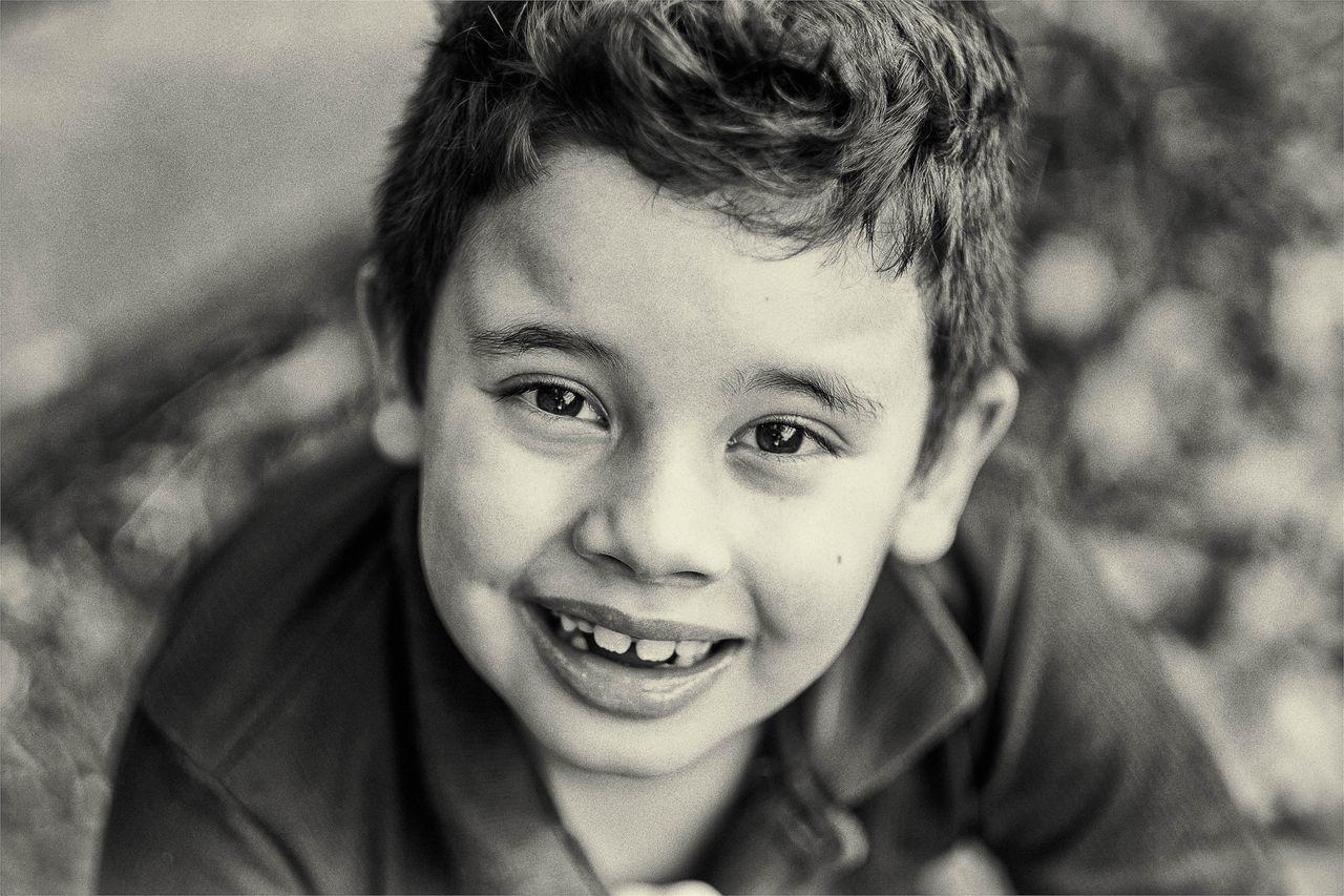 ''Não a nada que eu queira mais que teu sorriso.'' Emotions Bwportrait Love My Family ❤ Bw_collection My Son Portrait Monochrome Childrens Blackandwithe