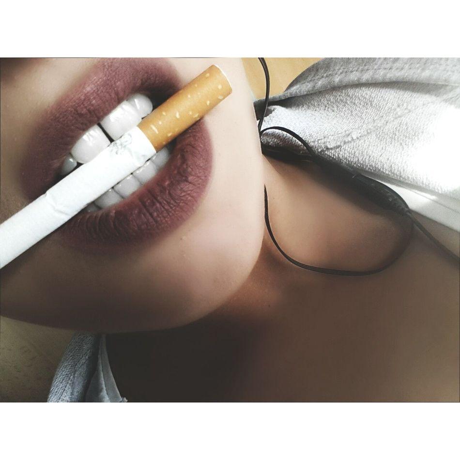 Cigarette Time Smoker Teeth Teeth Model EyeEmNewHere Eyeemphoto Albaniangirl Goodvibes Enjoying Life Whatsgood