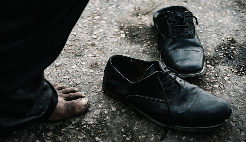 Je prend mon Pied Dirty Feet Help Helping Refugees HUMANITY Nails Old Shoes Poor  Poorpeople Shoes Streetphotography Tunisia Resist Resist By ICP