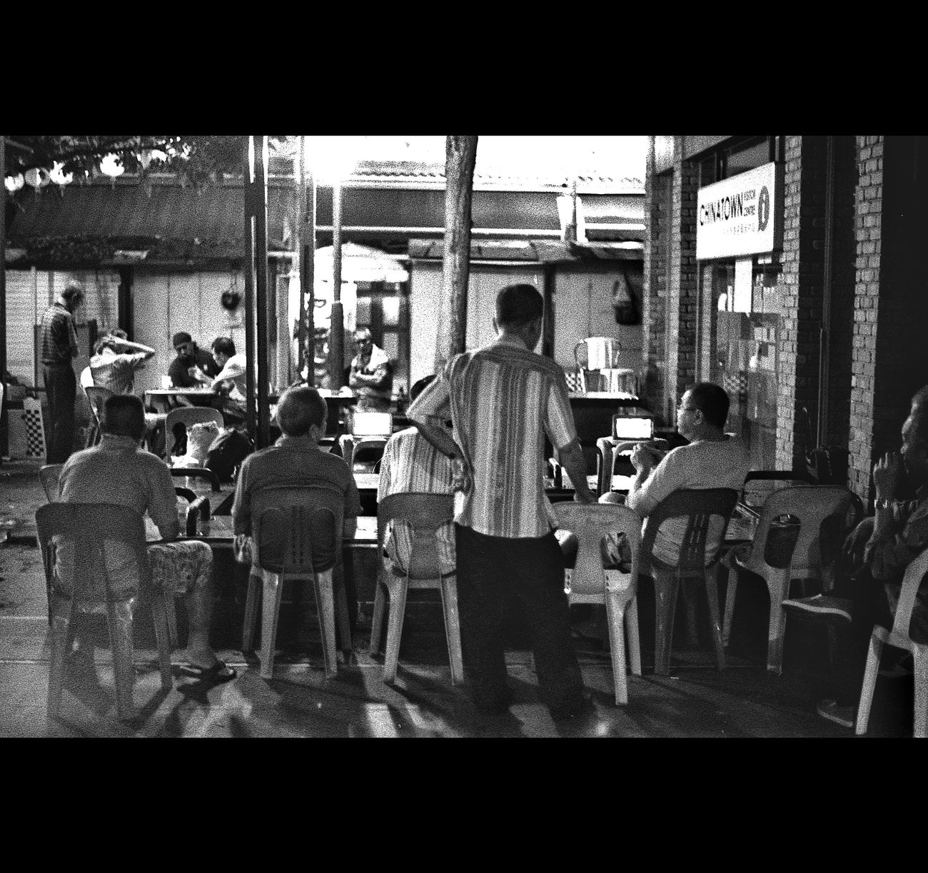 Real People Men Sitting Lifestyles Filmisalive Illuminated Filmcamera Emilrauschenberg Filmisnotdead Streetphotography EyeEmNewHere Filmphotography Filmcommunity Magnumphotos Film Photography Arts Culture And Entertainment Leica Lens Leica Black And White