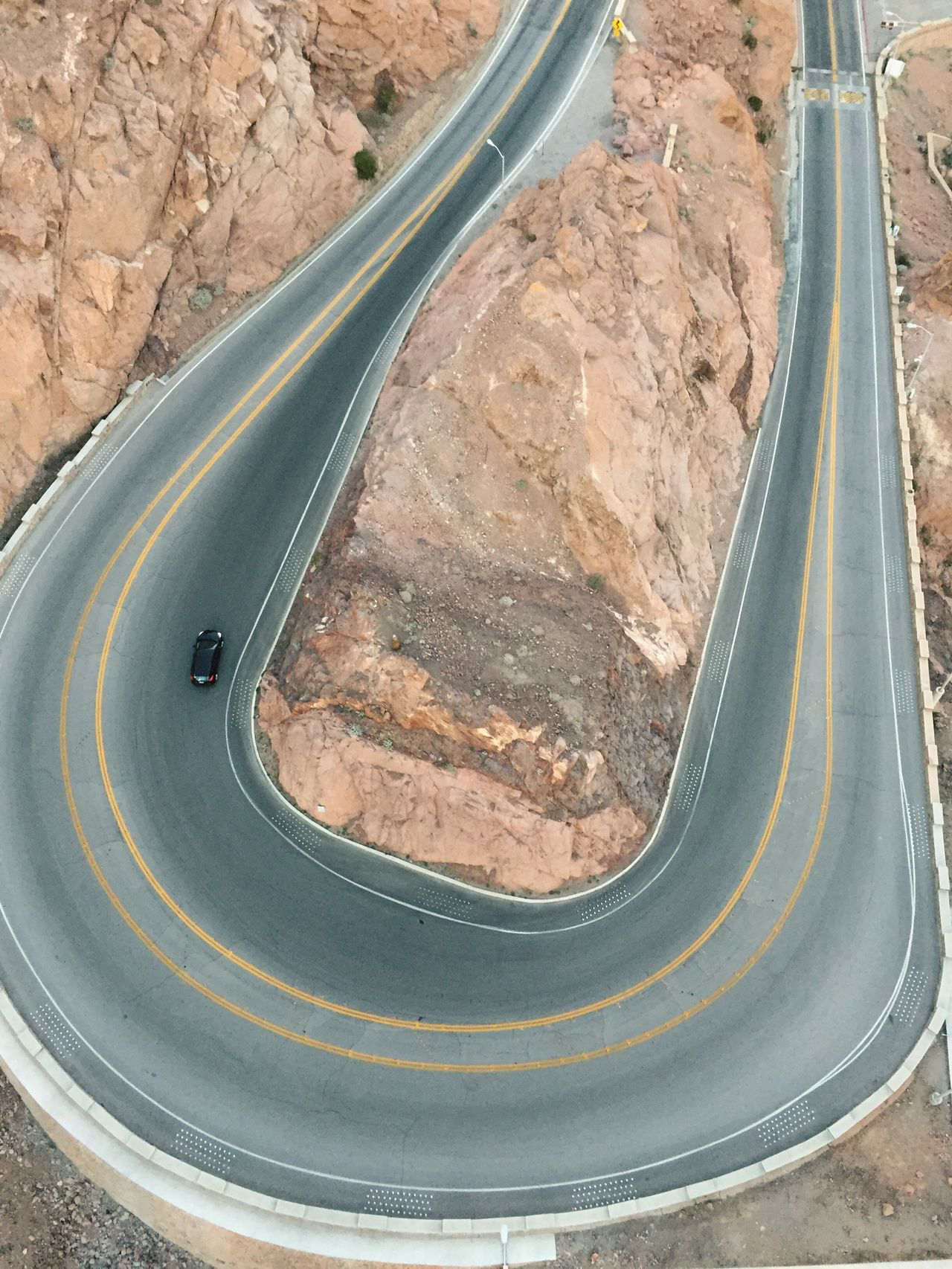 Close-up Outdoors Rocky Curve Mountain Roads Driving Road Trip Winding Roads One One Car Sharp Turn Hoover Dam Travel