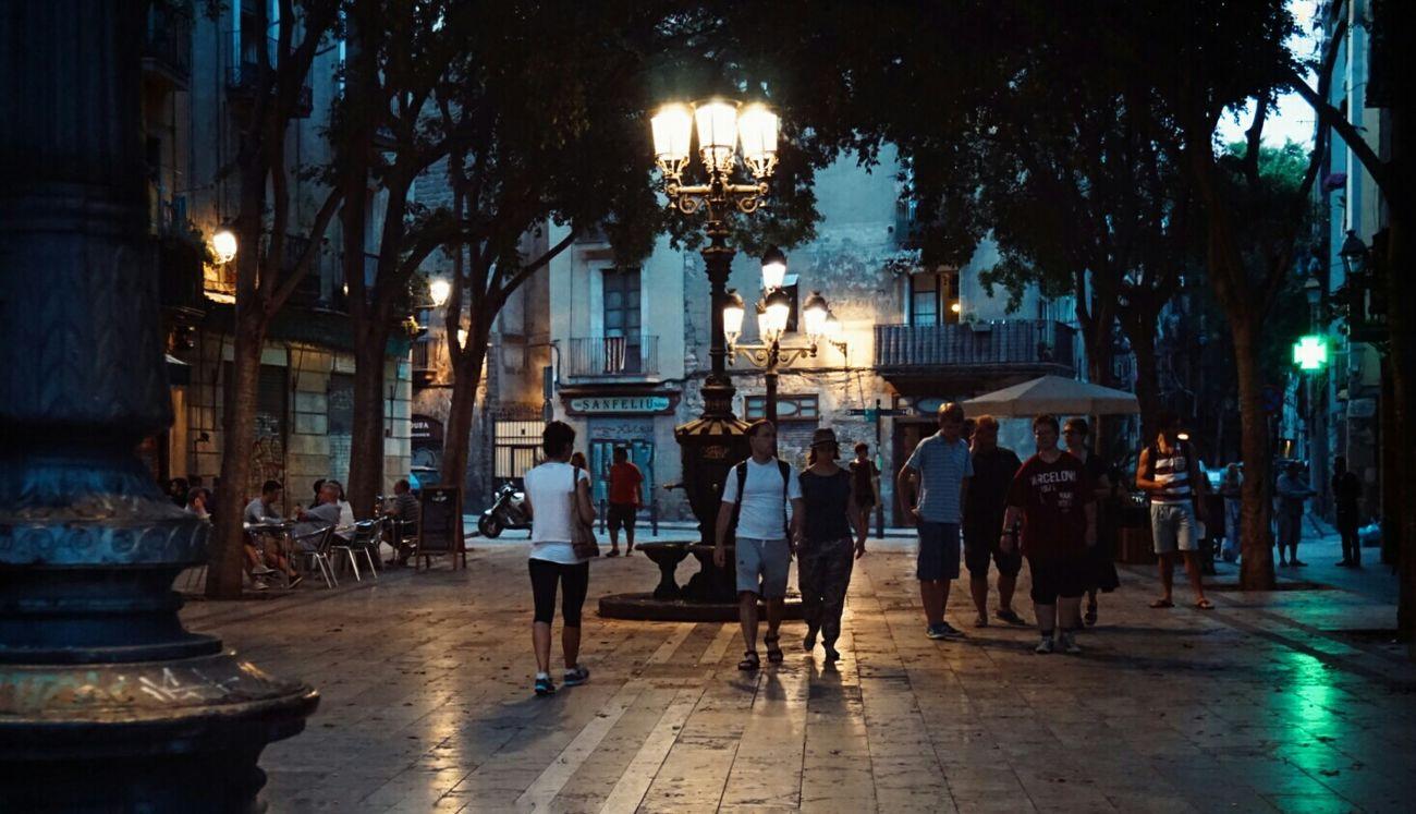 Streetphotography Citybynight Citylights Urban Lifestyle Light And Shadow Street Lamp Mi Serie Barcelona