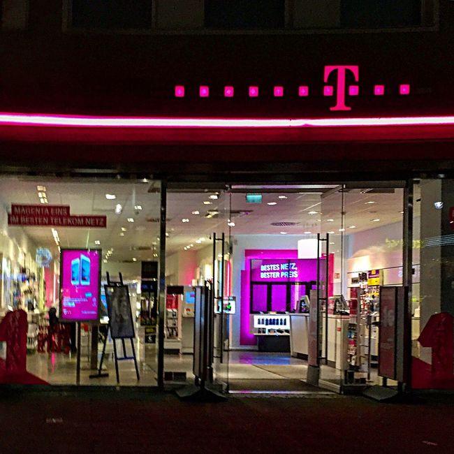 Shopping ♡ Berlin Kudamm Telekom T-mobile Telekomerleben Telekom Entertain Smart Home IPhone Callme EyeEm Gallery