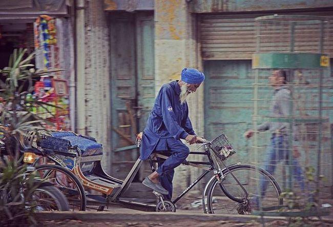 Streetphotography Street Amritsar Punjab HathGadi Traveler Travel LoveTravel Northinida Incrdibleindia Photooftheday Photography Streetphoto Streetphotographer Street Photography Streetlife