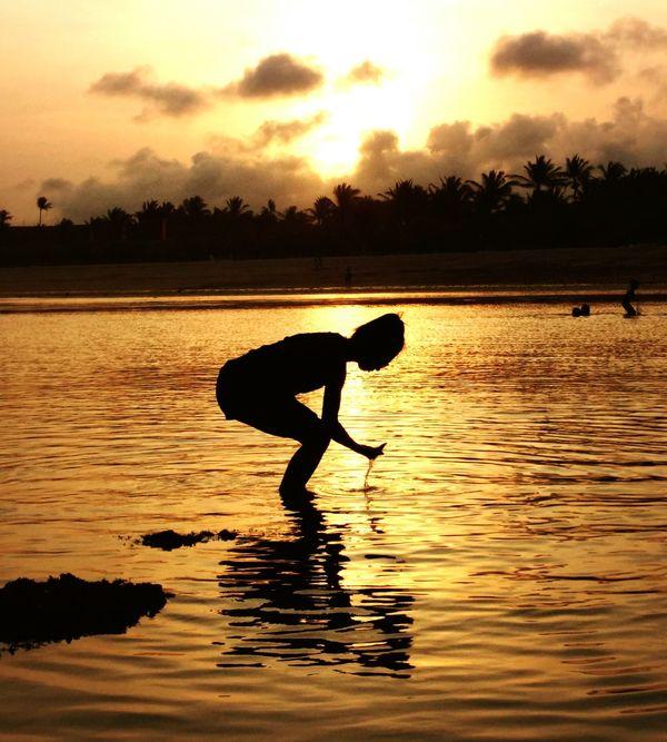 Enjoy MySunday @the Beach Sunset_collection Sunset #sun #clouds #skylovers #sky #nature Beautifulinnature Naturalbeauty Photography Landscape [a: Playingwater EyeEm Best Shots Eye4photography  Golden Sunset Water Reflections
