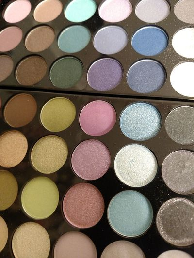 Make Up Eye Shadows The Art Of Being Beautiful Glamour Girl Glamour Fashion Beauty Glam Squad Arsenal The Art Of Being A Girl The Purist (no Edit, No Filter) Face Paint Decisions Decisions ... Colors Shapes