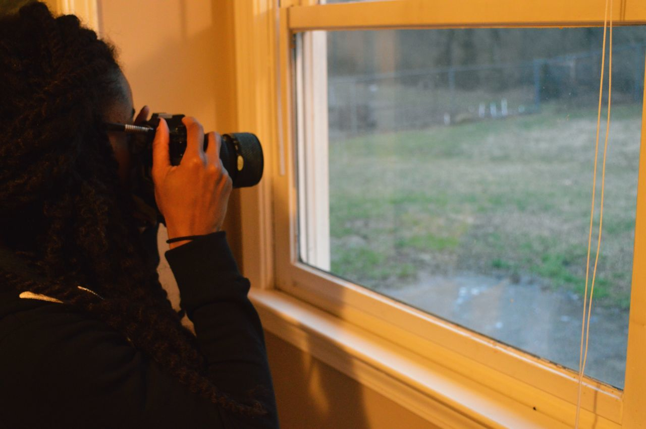 📸 Window Photographing Reflection One Person Technology Real People Indoors  Camera - Photographic Equipment Close-up Digital Camera Leisure Activity Photographer Day Nature Lieblingsteil