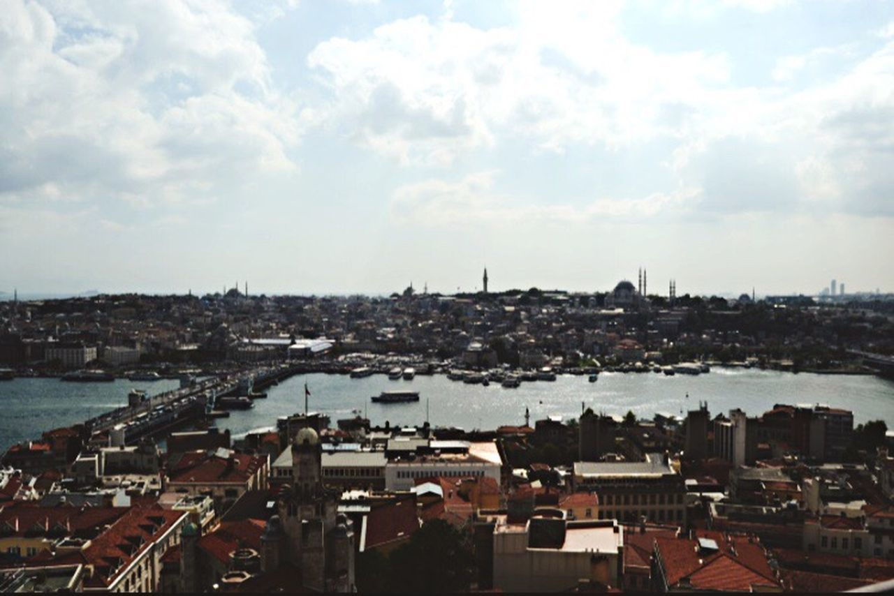Miles Away City Sky Galata Tower Galata Bridge - İstanbul Architecture High Angle View Eminönü/ İstanbul Karaköy nerede: Istanbul Turkey EyeEmNewHere