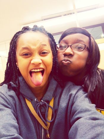 Lol Mhee&dd Thiss Clownn .!