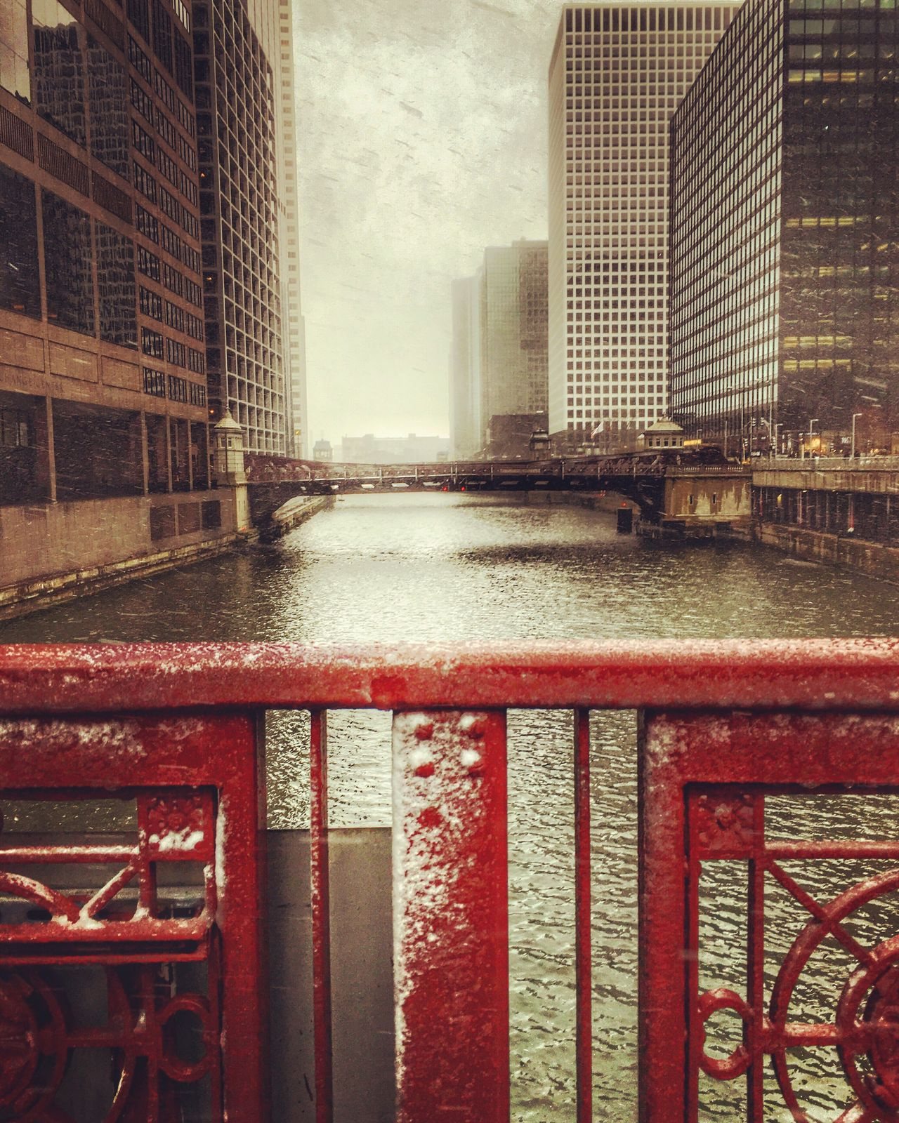 Chicago Chicagoloop Yesterday #Latepost Snow Snow Day Chicagoriver Chicagoriverwalk Madisonstreetliftbridge Chicago Architecture Beautiful Windycity