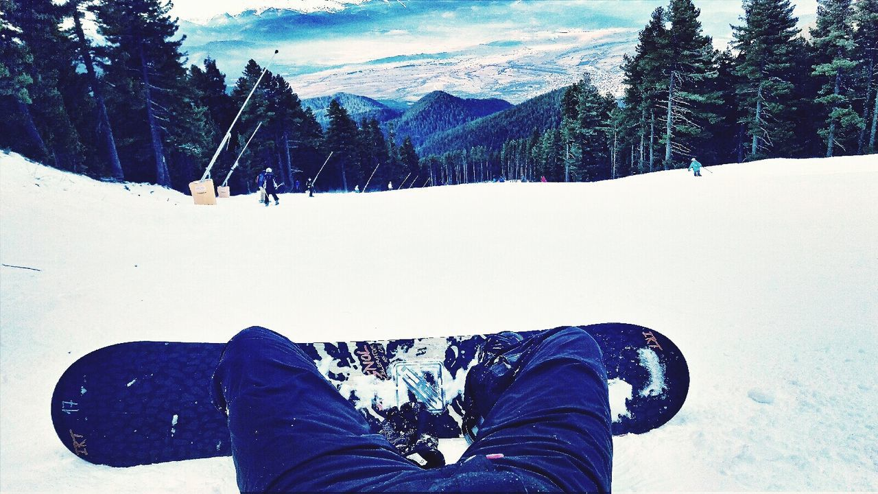 Tree Human Body Part One Person Nature Personal Perspective Winter Outdoors Beauty In Nature Growth Day Leisure Activity Snow Low Section Cold Temperature People Real People One Man Only Only Men Human Leg Close-up Sky Snow ❄ Snowboarding Snowboarder Snowboards #snowboard