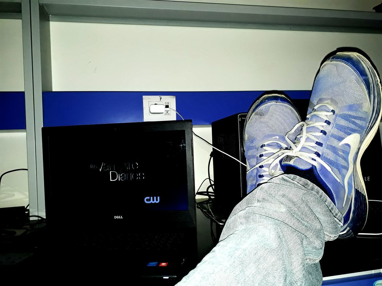 Out Of The Box Shoe Enjoying Nike Vampire Diaries Watching At Work Time Pass