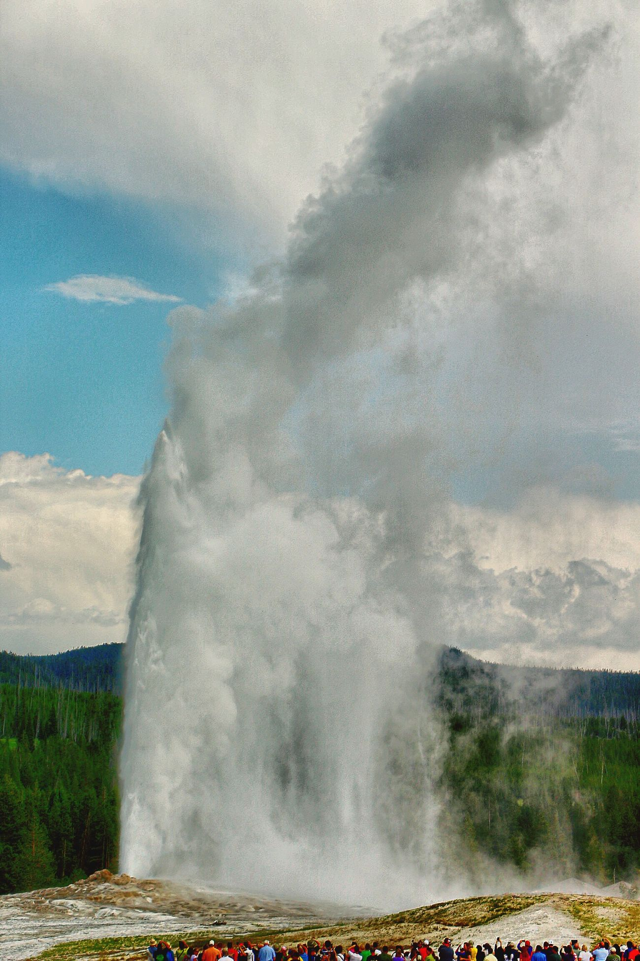 Old Faithful in Yellowstone erupting in full force! Check This Out Nature_collection EyeEm Nature Lover Travel Photography Landscape The Moment - 2015 EyeEm Awards The Great Outdoors - 2015 EyeEm Awards Eye4photography
