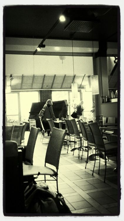 streetphotography at Espresso House - Resecentrum by Rune Alnervik