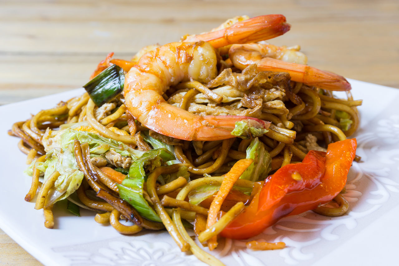 Appetizer Asian Food Chinese Food Close-up Cooked Culture Enjoying A Meal Focus On Foreground Food Food And Drink Freshness Fried Noodle Garnish Indulgence Large Group Of Objects Meal No People Noodle Plate Ready-to-eat Savory Food Serving Size Shrimp Temptation
