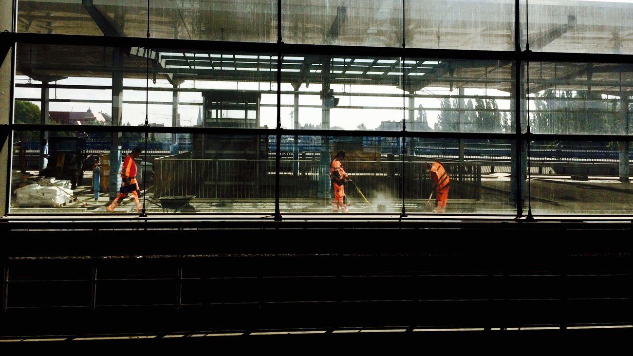 (C) Alexander Eger Berlin SNAPSHOTS Berlin Ostkreuz Ostkreuz Working Man Men At Work