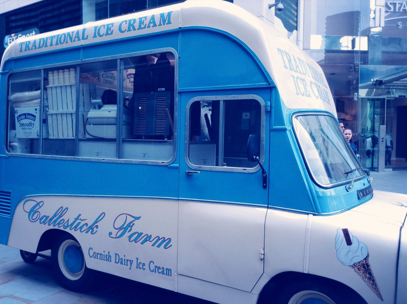 LONDON❤ Traveling Icecreamvan Hello World ??this icecream van looked cool