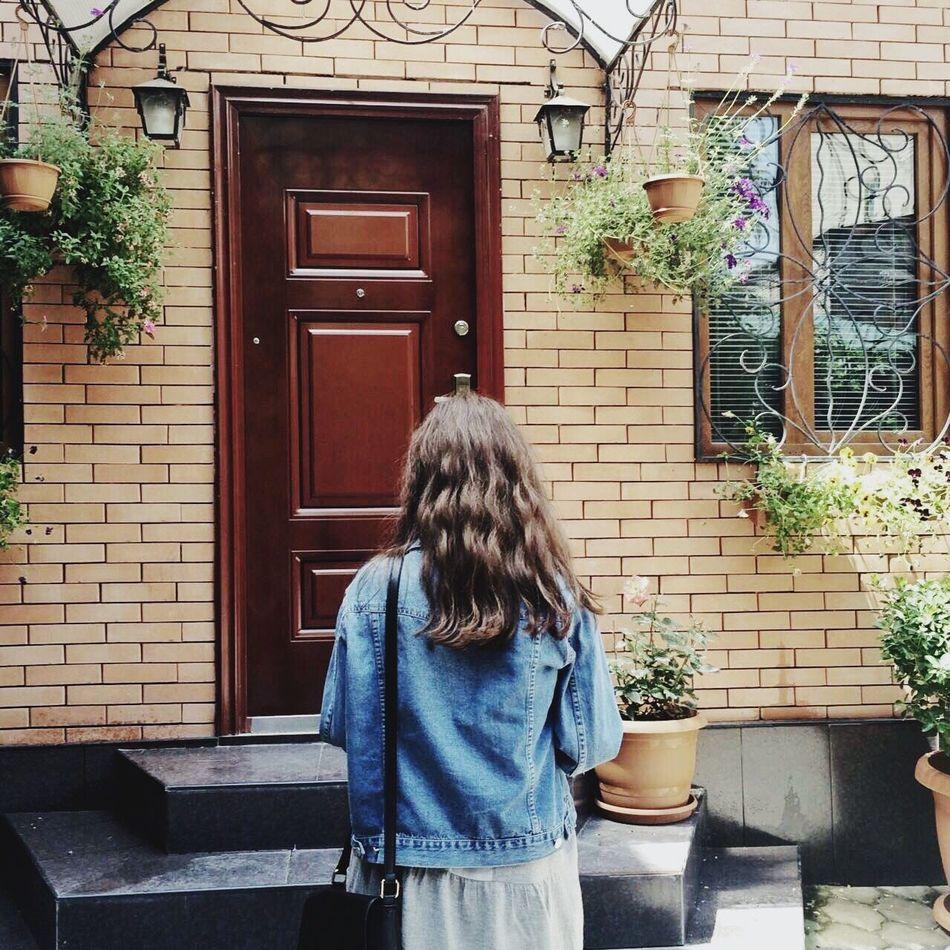 🍃🌸 EyeEm EyeEm Best Shots Girl Street Walls Door Plants Red Green Blue Springtime Springcolors Photooftheday Real People One Person Lifestyle