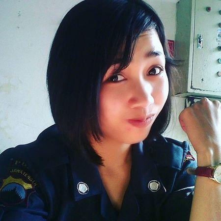 Selamat pagi tetep semangat Ganbatte Satpamcantik Senyumindonesia Security Wanitacantik Indonesiatersenyum Selfie Satpampejuangcinta Fotonatural Instagramers Jempolers LOL
