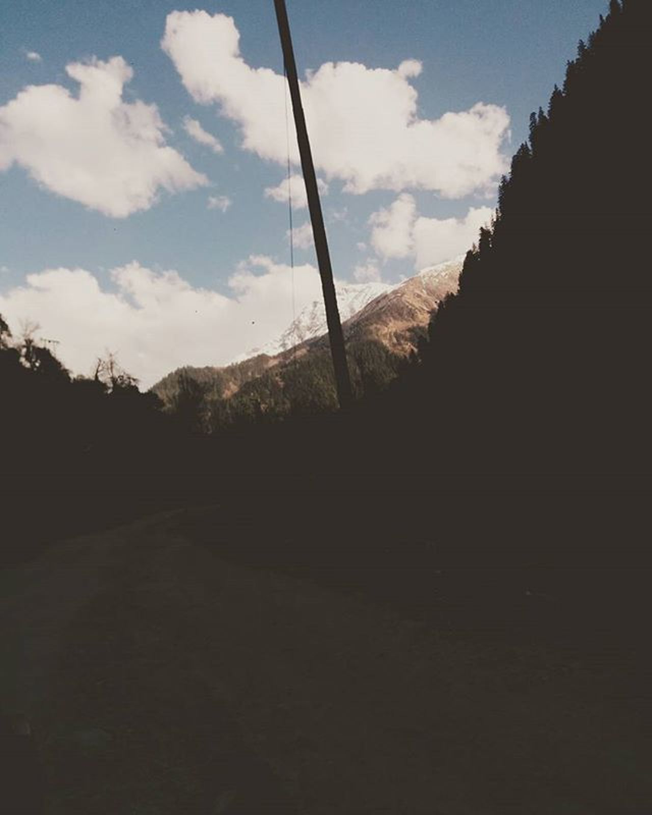 Follow me down to the valley below. Travelgram Roadlesstravelled Mysweetescape Traveldiaries