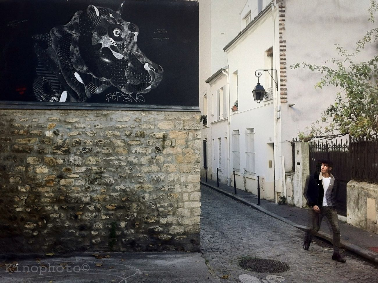 Un échange de regards. Paris Streetart Streetphoto_color Street Art/Graffiti