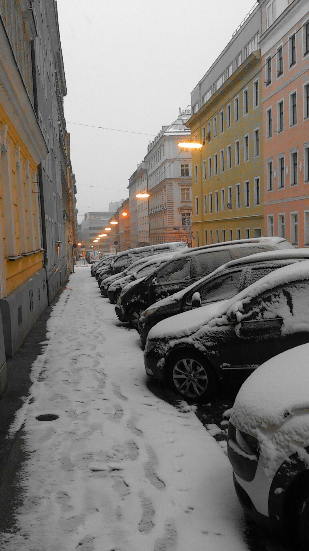 Streetphotography Street Photography Jänner 2015 Snow Schneefall Teilweise Farbig Onecolor