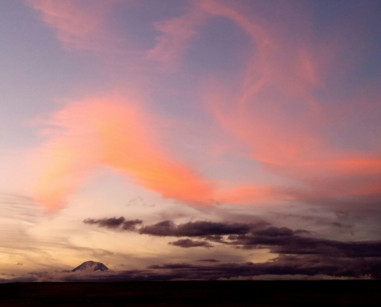 Mt. Adams Washington Mt.adams Washington Sunset Tranquil Scene Beauty In Nature Sky Scenics Cloudscape Atmospheric Mood Romantic Sky Sol The Gorge Sunset