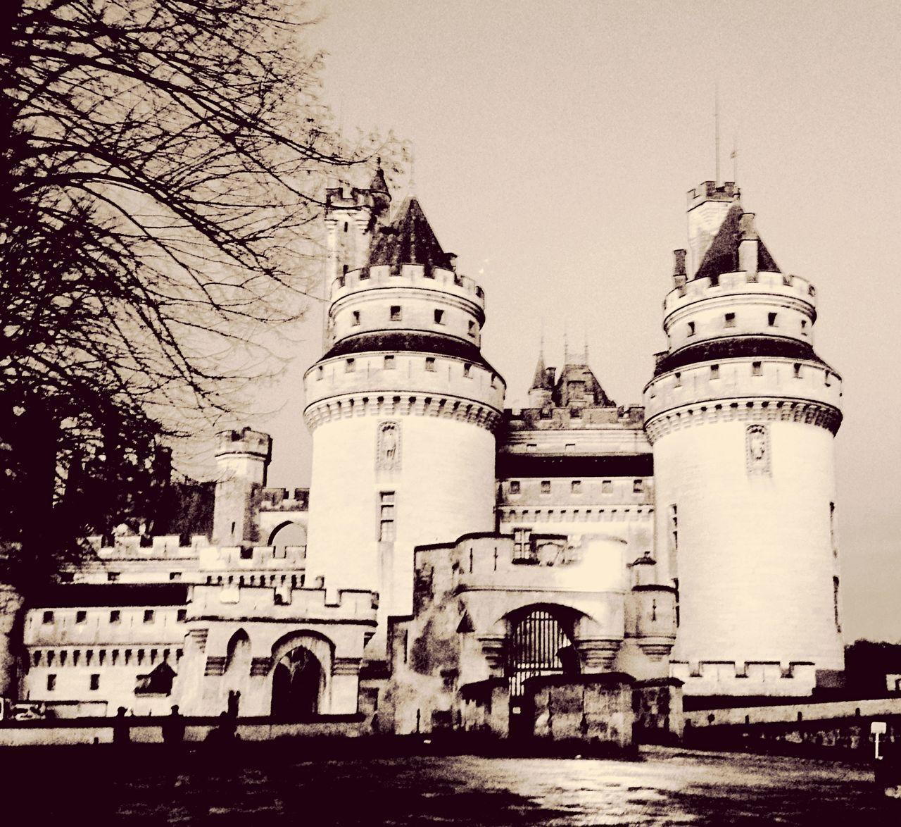 France Picardie Oise  Château Pierrefonds Architecture AgilPhoto Donjons Noiretblanc Châteaudepierrefonds Violletleduc Castle Picardy compiegnois Renaissance