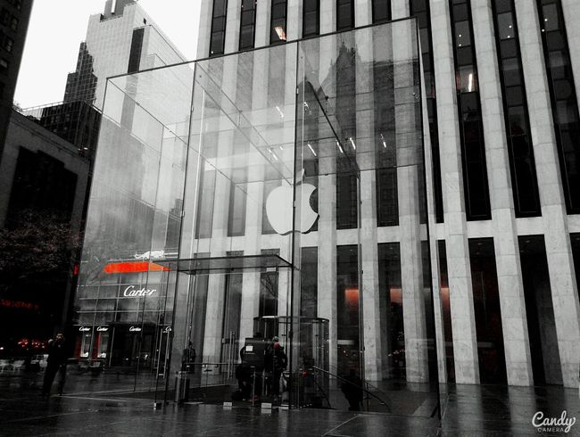 Apple store on 5th avenue (: Apple Store Walking Down The Fifth Avenue Newyorkcity Beautiful Store I Want An Iphone Apple Mania La Mela Iloveapple Enjoying Life HelloEyeEm