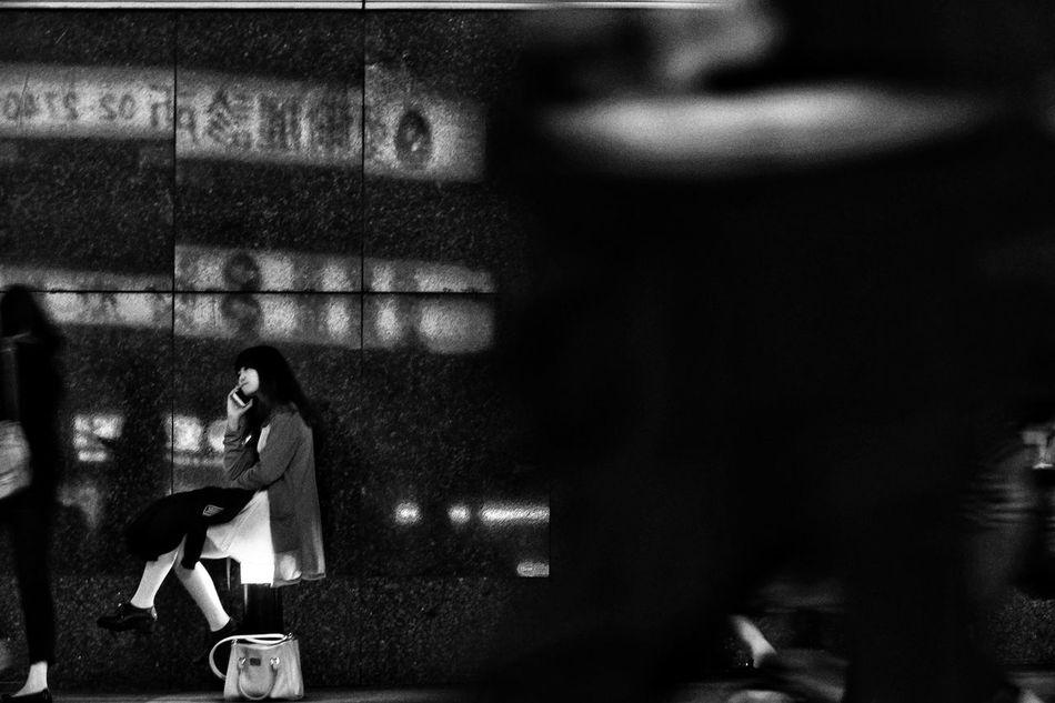 發光的裙子。 Street Pretty Girl Night Light B&w Streetphotography Blackandwhite Pretty Girl Night Lights Bnw B&w Street Photography Streetphoto_bw Lifestyles People I Love My City Street Fashion Enjoying Life Eye4photography  Day Taiwan EyeEmBestPics Girls Night Out